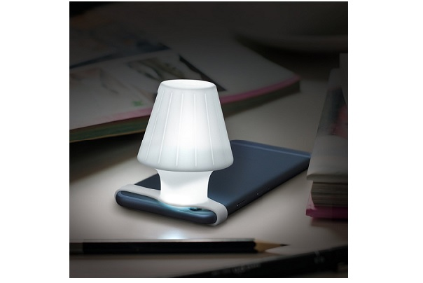 How To Convert Your Smartphone Flashlight Into A Desk Light With Travel Lamp