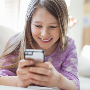 child-smartphone-and-social-media