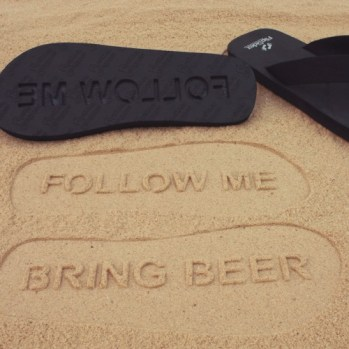 slippers-follow-me-bring-beer-large-a03.jpg