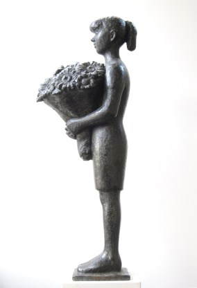 Meisje met bloemen - brons - 76 cm hoog