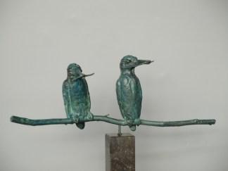 2 IJsvogels op tak op sokkel 100 cm Tineke Nusink