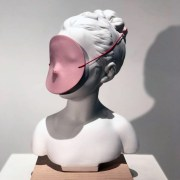 Nuria TORRES, Louise with mask, Porcelaine, 18x18x35cm