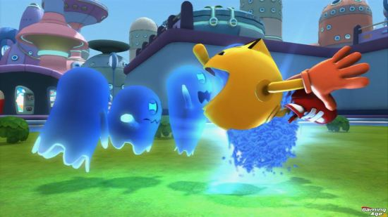pac man ghostly adventures_Pac Chomping scared ghosts 01