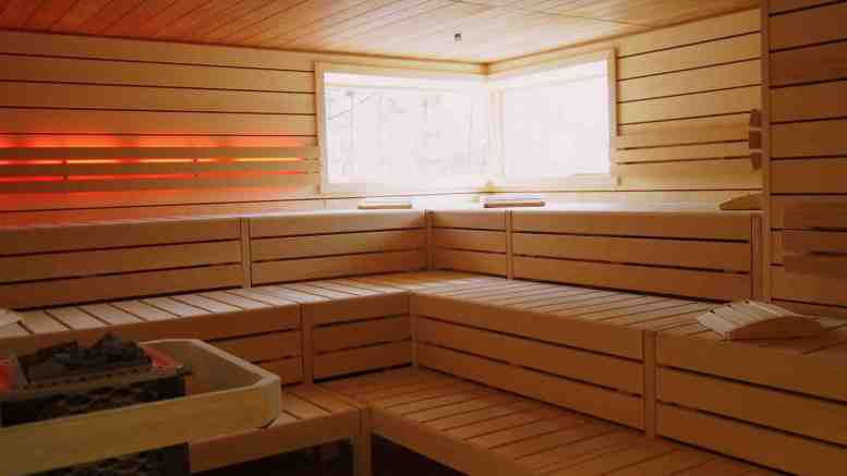 sauna mit und ohne textilien ganz hamburg. Black Bedroom Furniture Sets. Home Design Ideas