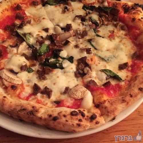 פיצה דה פפה, סלסיצ'ה ופטריות