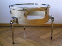 Schlagzeug Bass Trommel, Eiche Furnier, 6mm Float Glas, Gummi, Gurt. Bass drum,oak veneer,6mm float glass,rubber,cord. Size: 50cm H x 58cm W