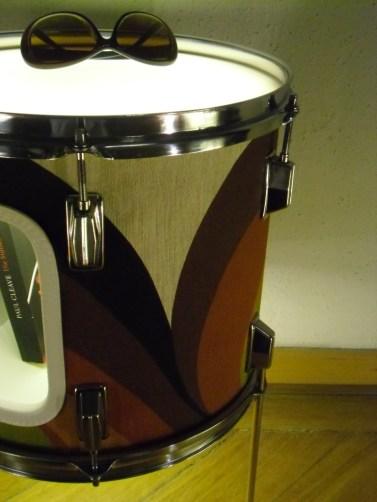 Schlagzeug Trommel, Holz, Metall, Plexiglas, Lack, Textil, LED Beleuchtung mit Schalter. Tom drum,wood,metal,perspex,paint,fabrik,LED lighting with switch. Size: 52cm H x 34cm W