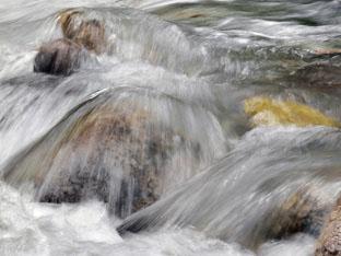 water in the brook – wasser im Bach