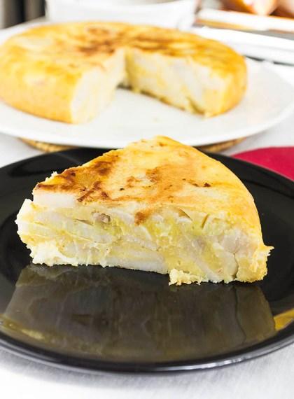 Tortilla de patatas vegana con taro (ñame)