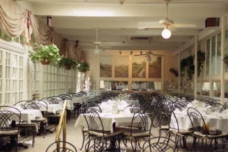 new orleans restaurant interior