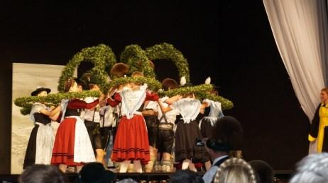 125 Jahre Chiemgauer München - gemeinsamer Kronentanz 11.05.19