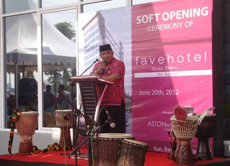 Snapshot Opening favehotel Solo Baru, seen in the image speech delivery by Mr. Wardoyo Wijaya SH, MH – Regent of Sukoharjo.