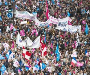 Masiva protesta contra la política familiar francesa