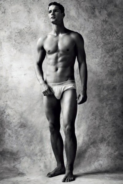 Tomas Skoloudik Naked For Uomini 1