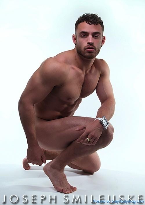 Naked Muscle Carefully Shot 7 Naked Muscle   Carefully Shot