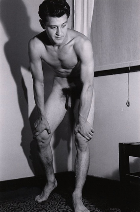 http://www.gaybodyblog.com/wp-content/uploads/2012/12/Vintage-Naked-Men-0.png (8)