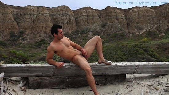 Brock Cooper Naked On The Beach (5)