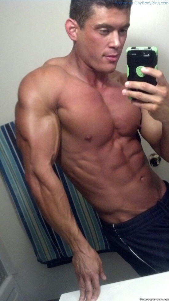 New Muscled Cam Hunk At Cam With Him 4 New Muscled Cam Hunk At Cam With Him!