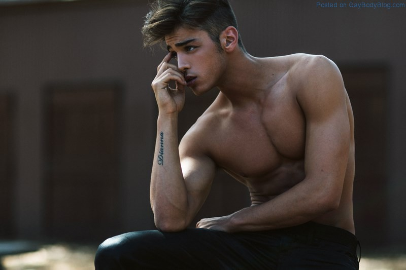 gay body blog   featuring photos of male models and beautiful men