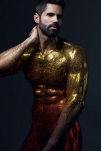 Pablo Robles attacked with a glitter bomb by photographer Carlos Medel!