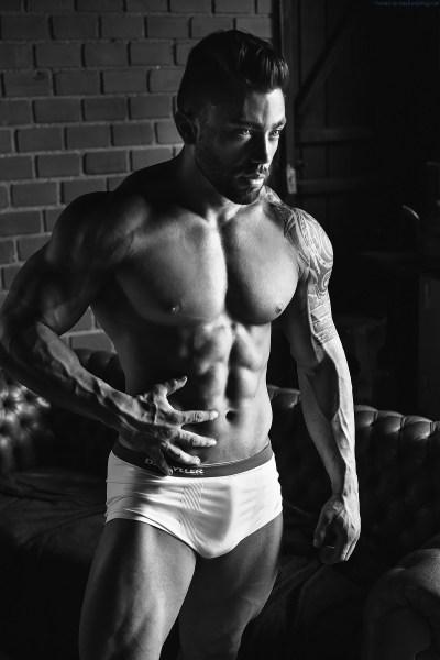Bodybuilder Cristhian Annes Delivers An Impressive Shoot 7