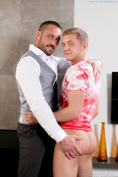 Ian Levine Gets The Hard Cock Of Muscle Daddy Myles Landon 2