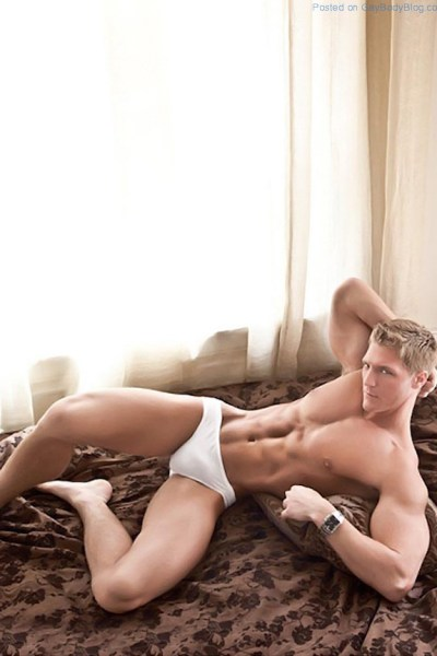mark-hendersons-ripped-studs-love-to-tease-1