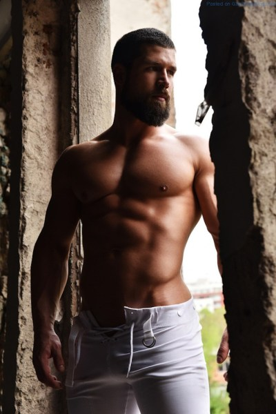 more-of-sexy-muscle-hunk-robert-blazevic-1