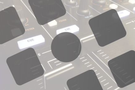 A closer look at Sonar V-Studio 700 controller