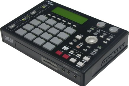 The Akai MPC1000 gets a black outfit