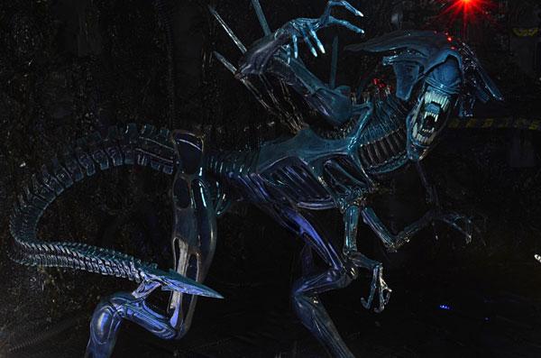 Aliens Action Figure Action Shot - Geek Decor