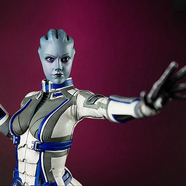 Liara Mass Effect 3 Statue Closeup - Geek Decor