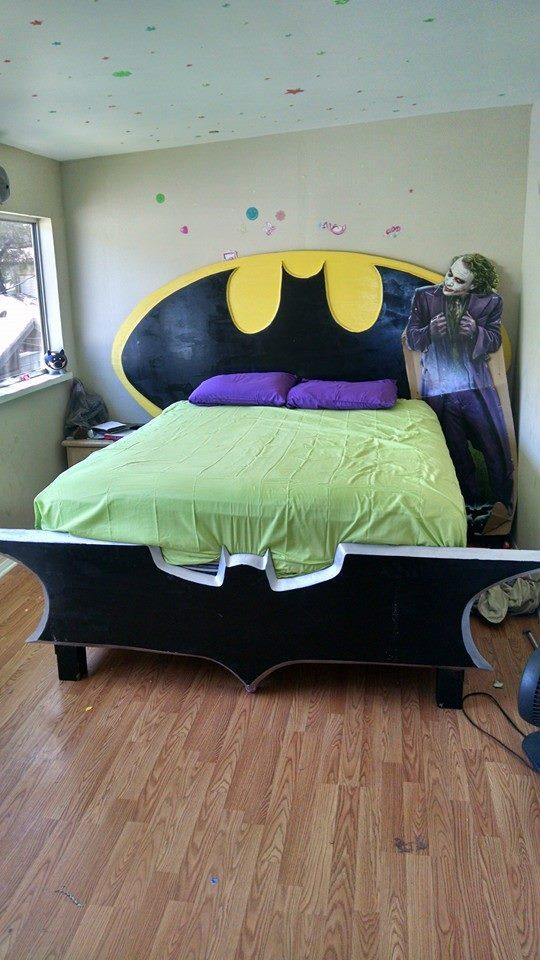 Quirky & Cool: Homemade Batman Bedframe
