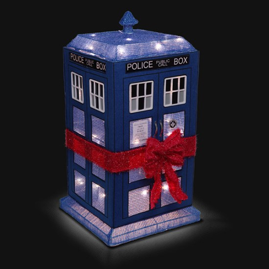 lighted-tardis-lawn-decoration-geek-decor-1