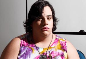 Transexual sofre agressão após usar banheiro feminino em bar, em Araraquara; veja relatos em vídeo