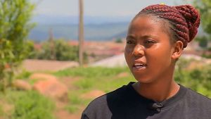 Thubelihle Dlodlo, de 18 anos, é uma das jovens que têm uma das bolsas de estudos para virgens