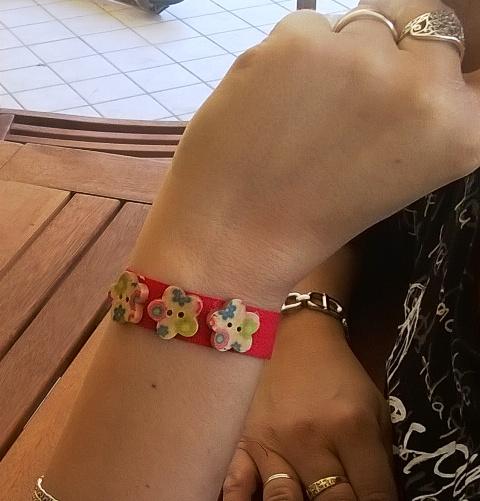 Festa della mamma: braccialetto DIY con bottoni | Genitorialmente