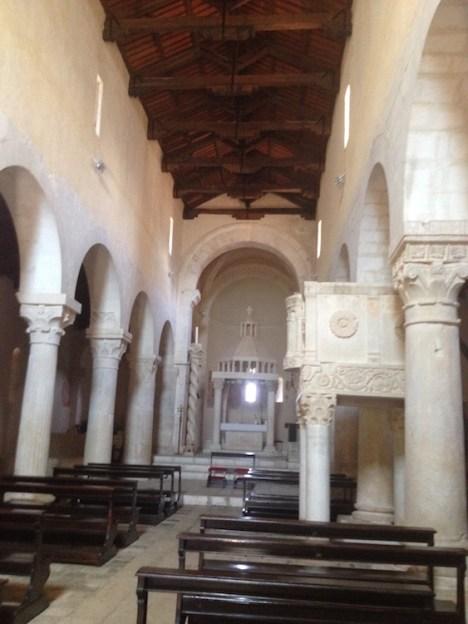 Interno abbazia Bominaco