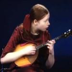 Olga Egorova spielt Domra