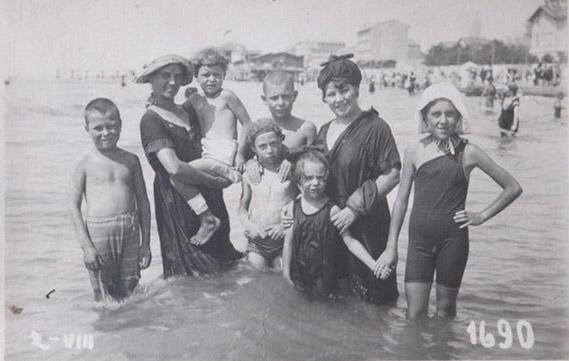 Grado 1922 o '23 – con zia Giulia