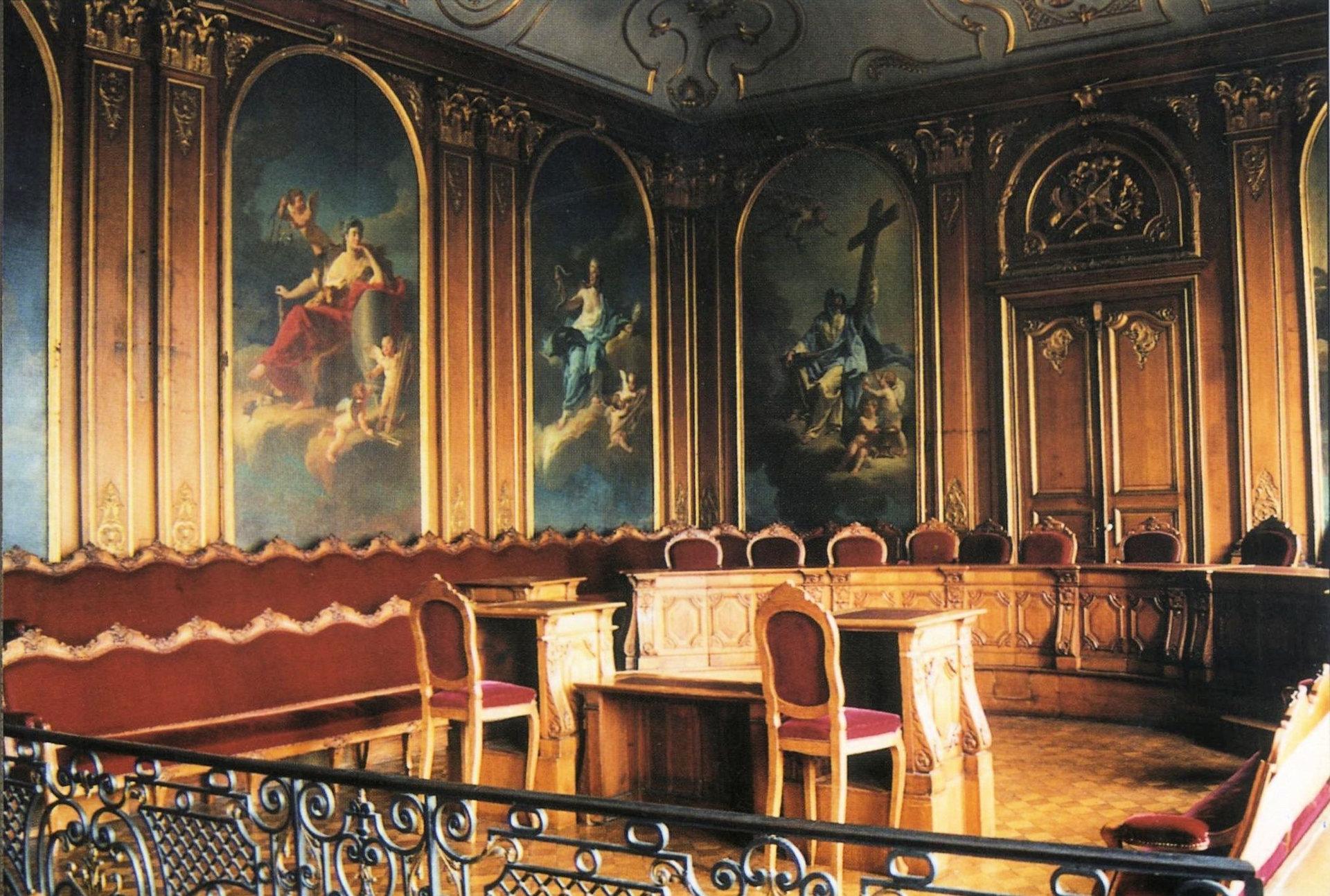 Salle blanche du palais de justice de douai for Chambre de justice