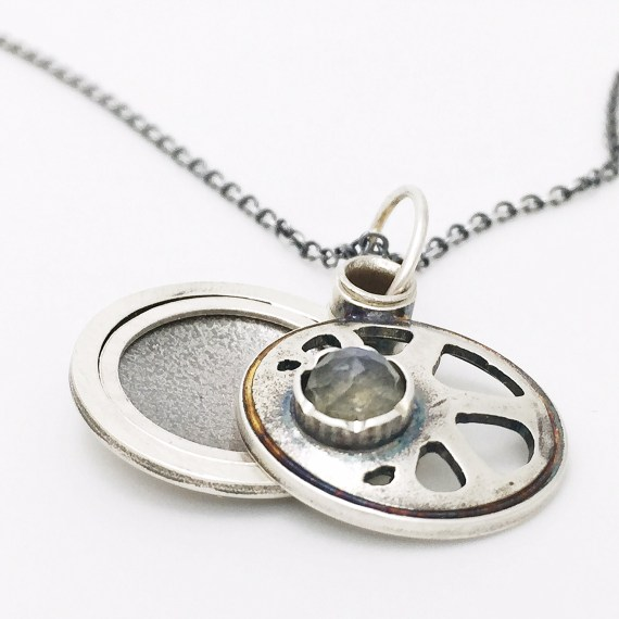 radiance-locket