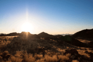 Sonnenuntergang über der Steppe des Namibrand, Namibia