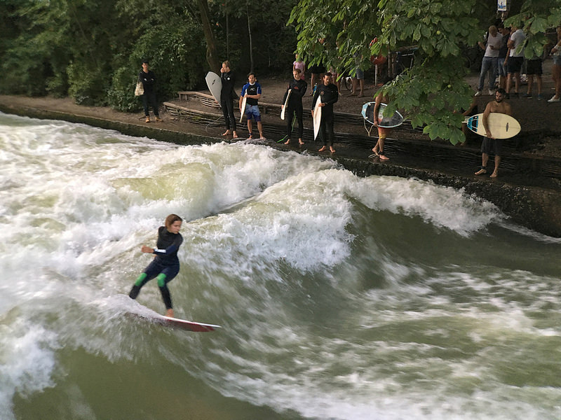 eisbach surfers