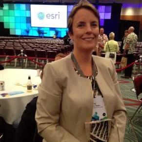QUU CIO Nina Du Thaler accepted the SAG Award from Esri Founder and President Jack Dangermond. Credit: Esri Australia