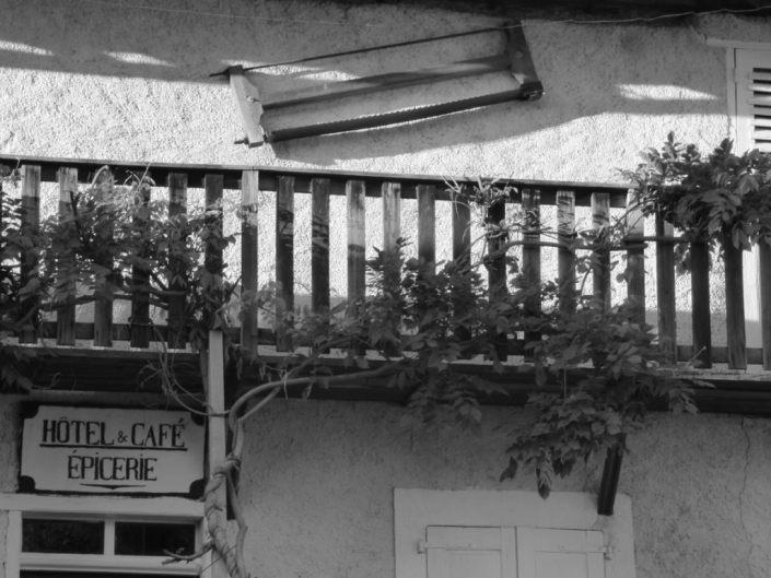 ancien hotel du village de meolans barcelonnette