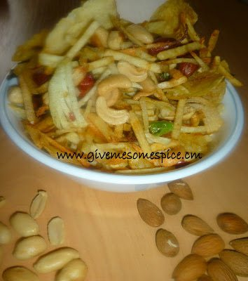 Farari Chevdo / Chewdo (Hign Energy Potato Crisps and Nuts Mixture) Farali Fasting