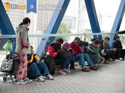 scalpers in hong kong wait outside apple stores in hongkong