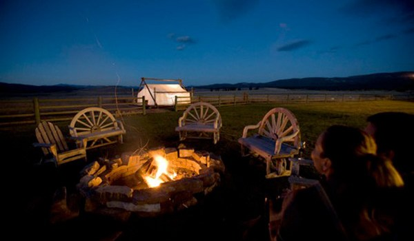 The-Resort-at-Paws-Up-Outdoor-Fire