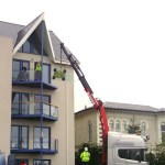 Glass balustrade lifting and installation
